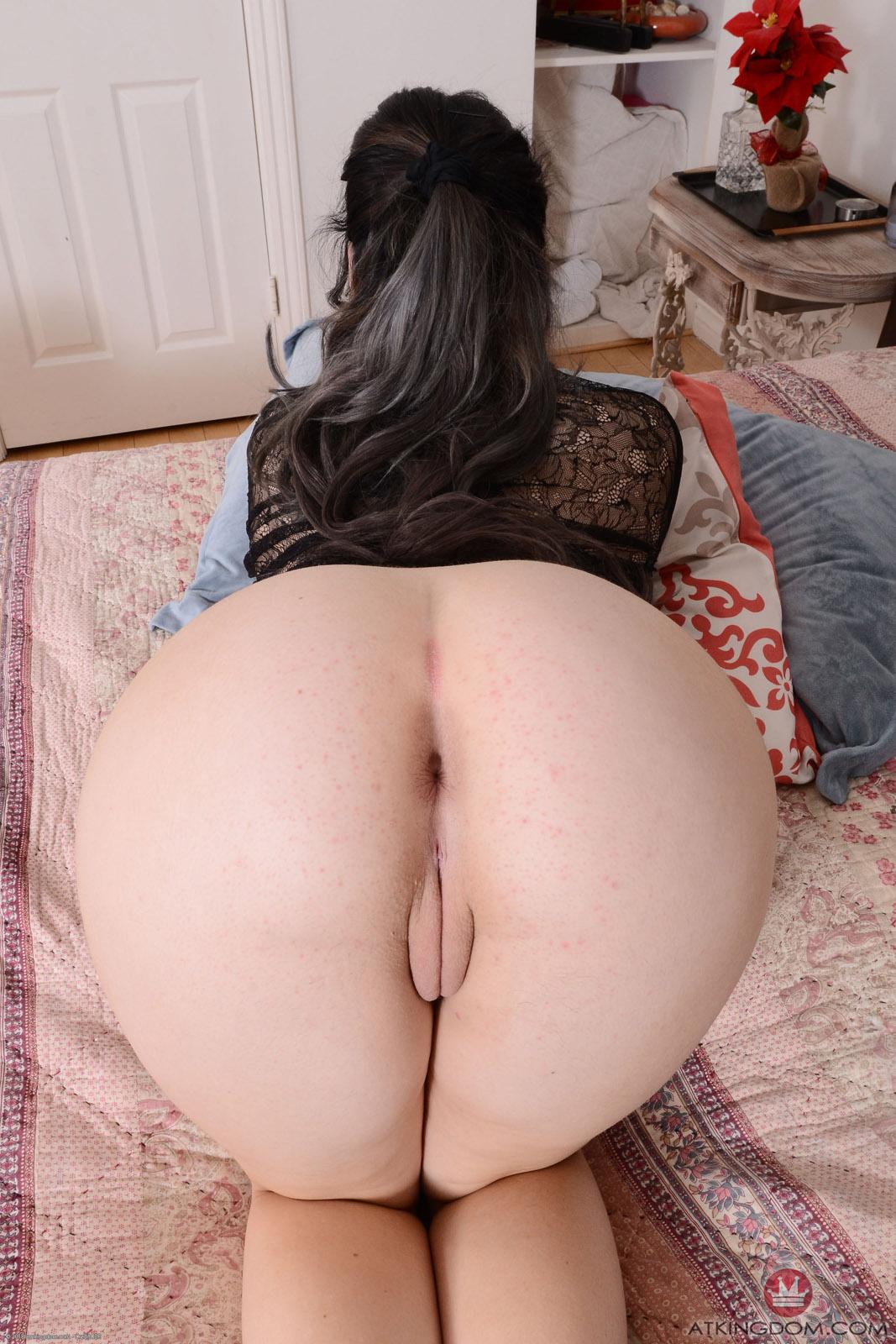 Sexiest asian amateur shaved pussy slut bath