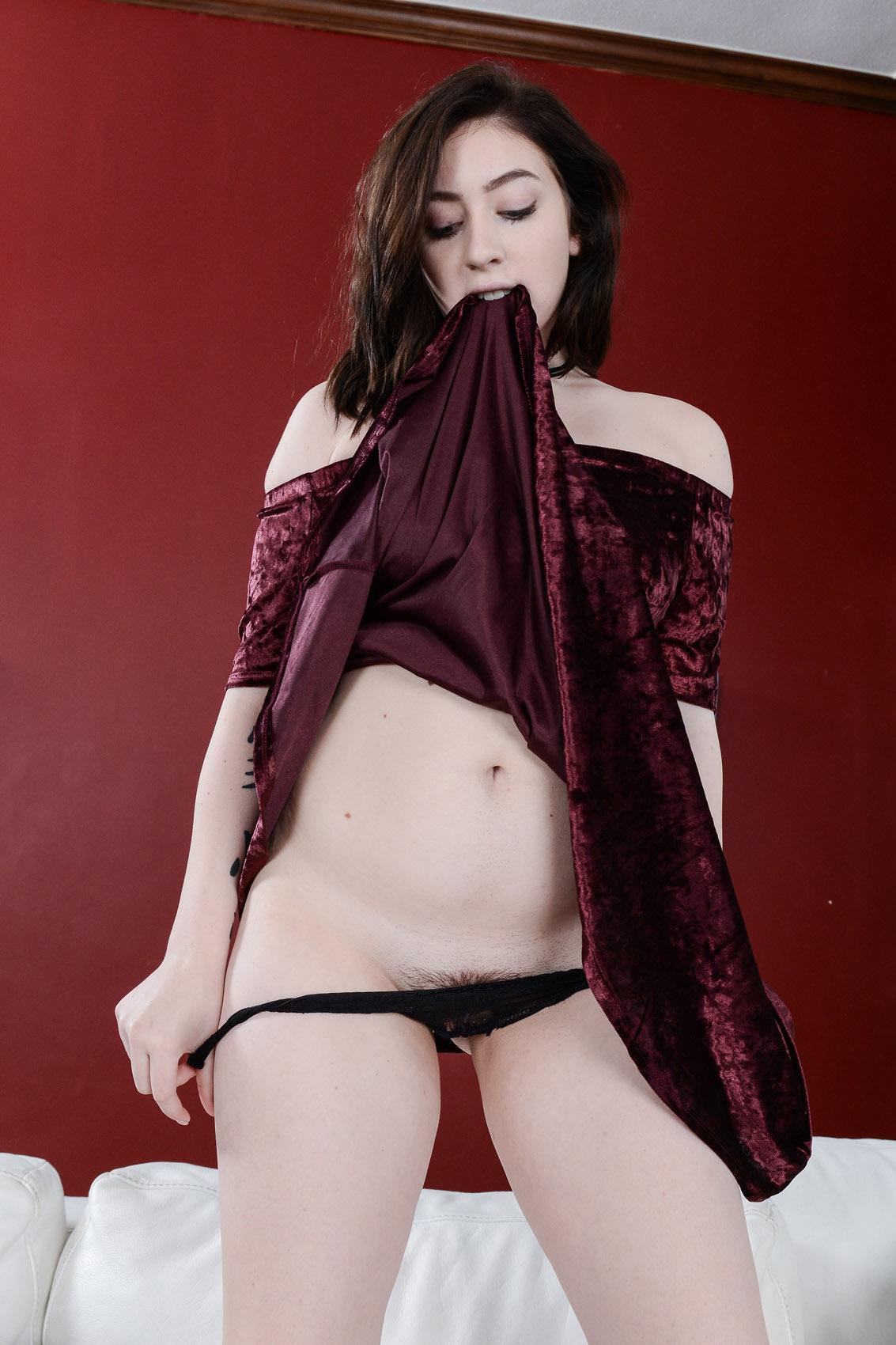 Amilia Onyx Perfect Trimmed Pussy AMKingdom pics and vids ...