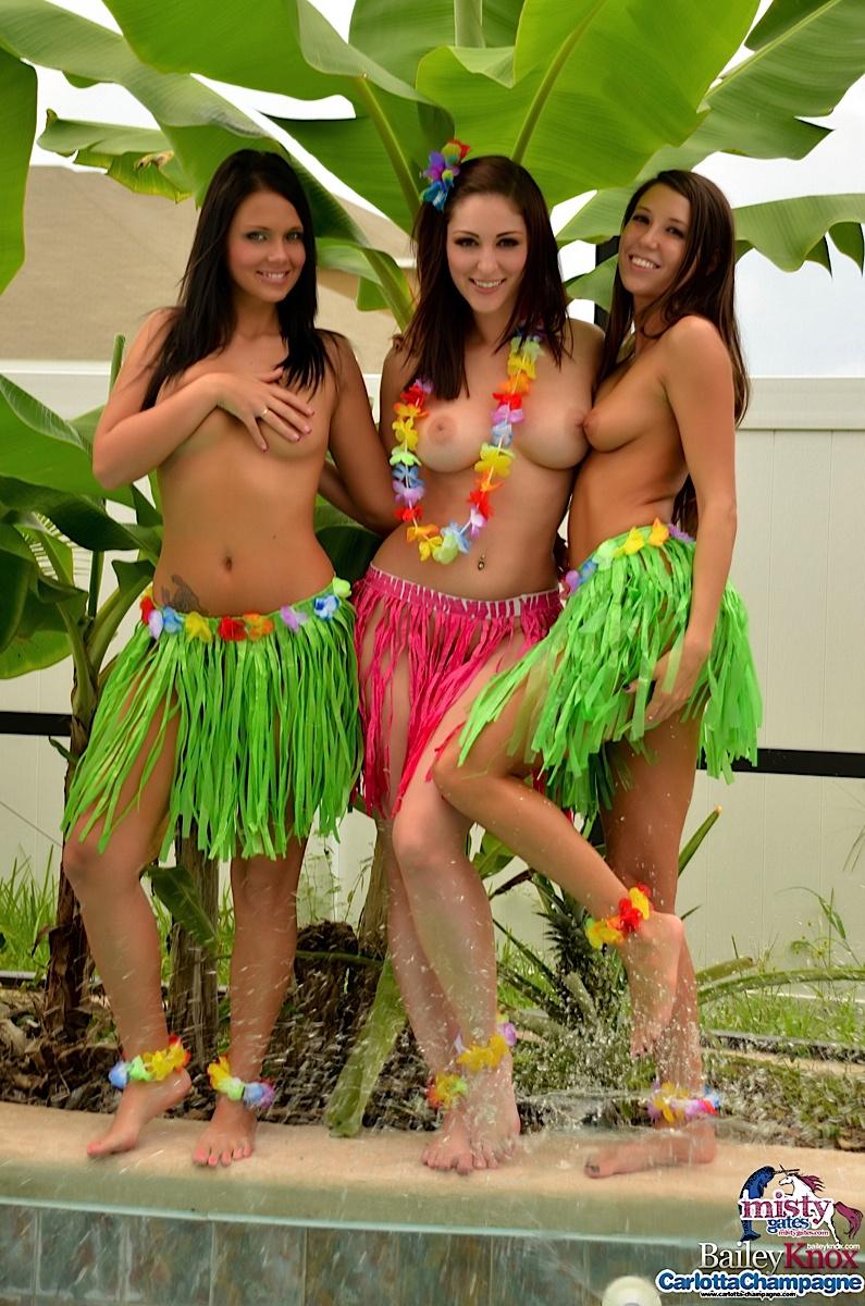 Naked hula girl