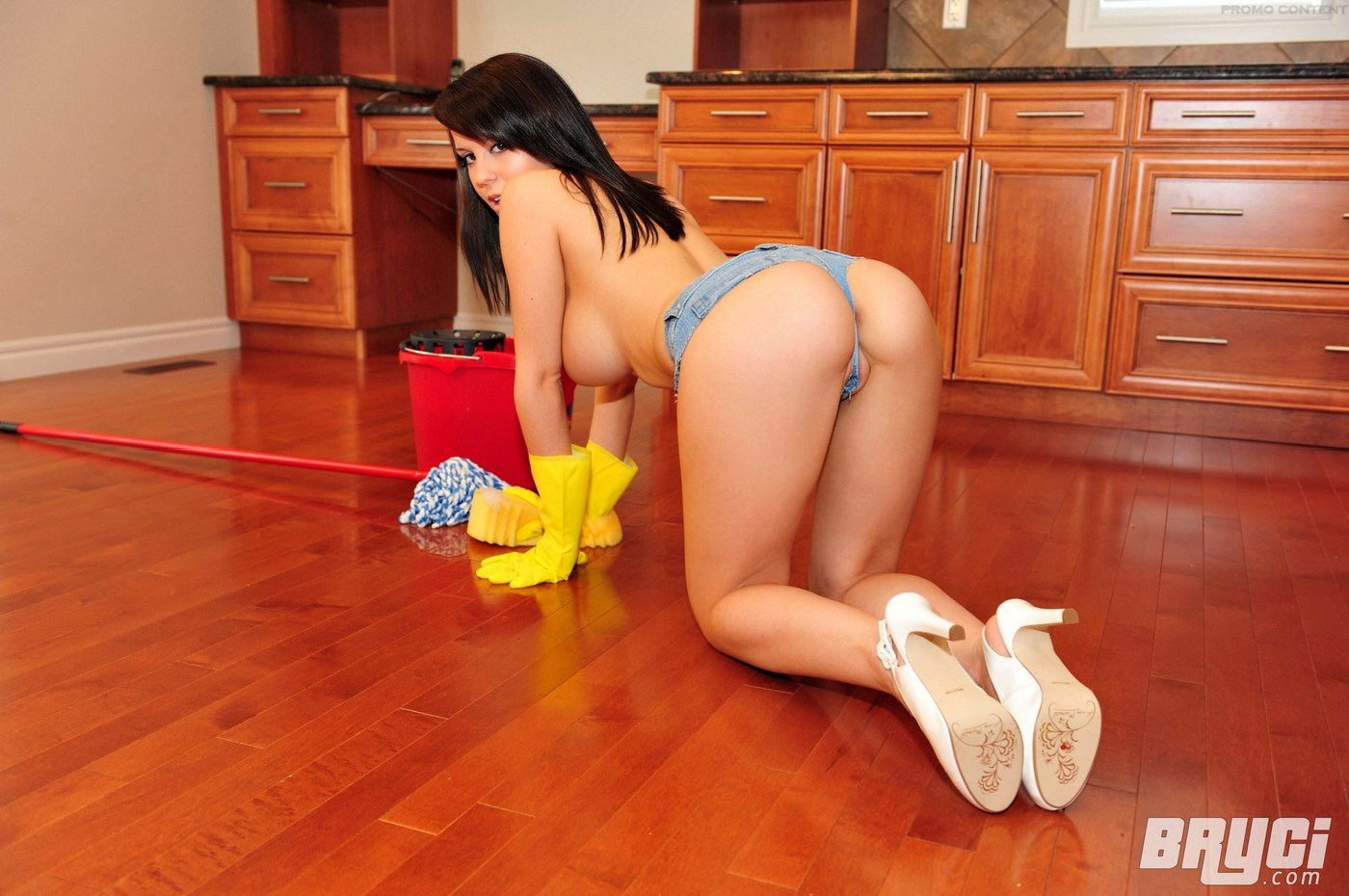 Girls cleaning house nude