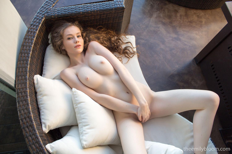 hot girls nake arms