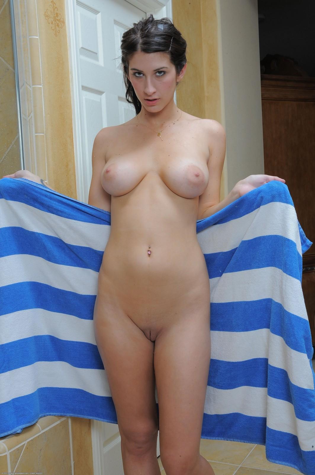 Can Ftv girl karina white nude casually come