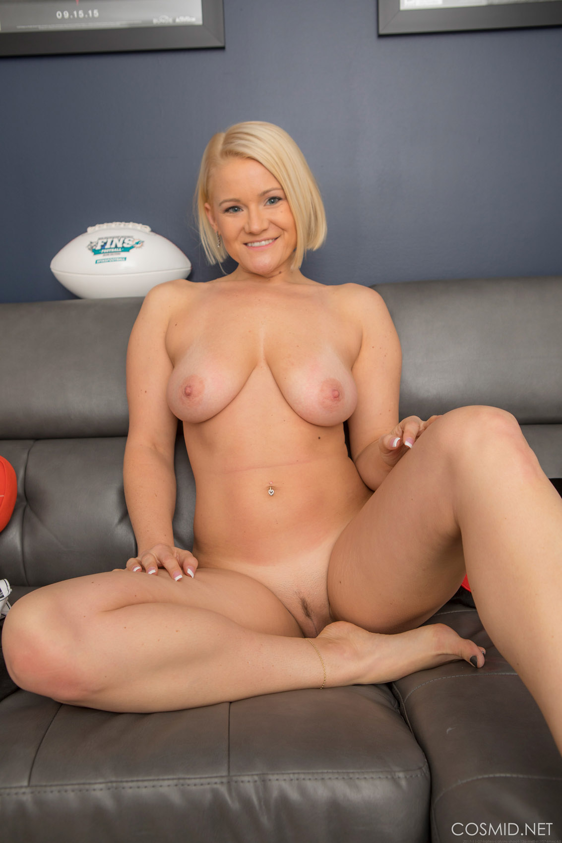 Amateur webcam girl ride dildo on webcam