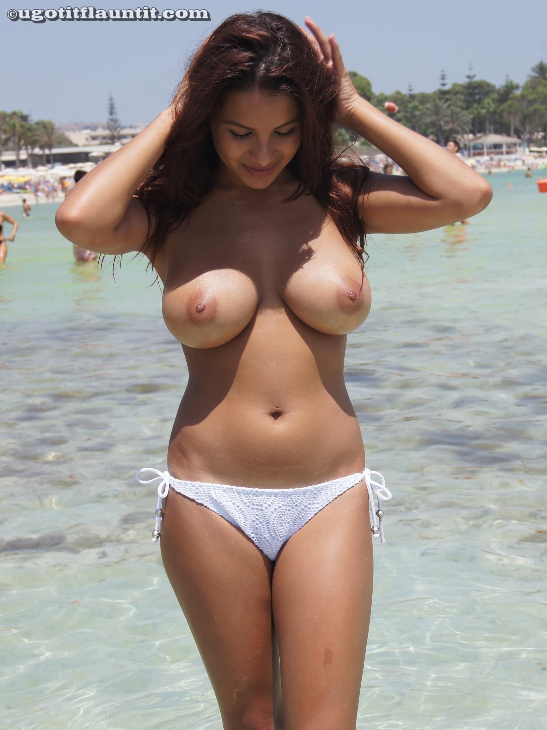 Фото сисястых на пляже 12 фотография