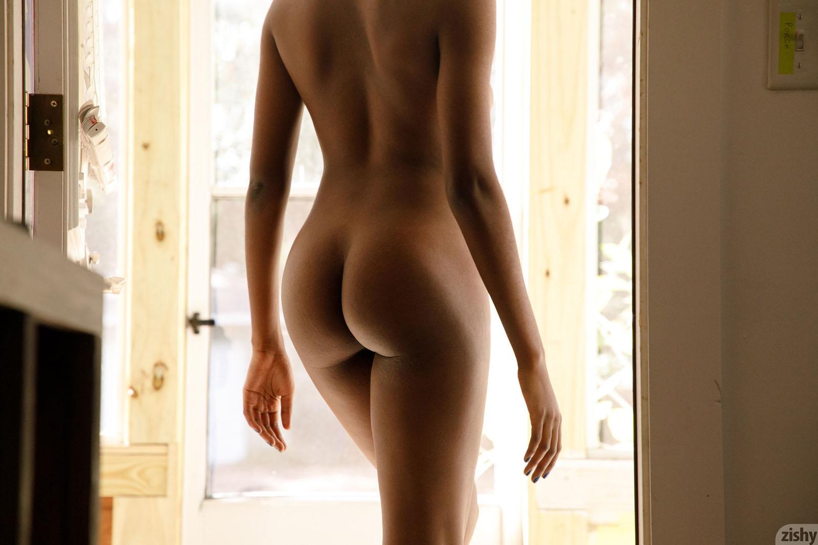 Oliver stone arrested elton john bids on naked kate moss lindsay lohan's dad sentenced