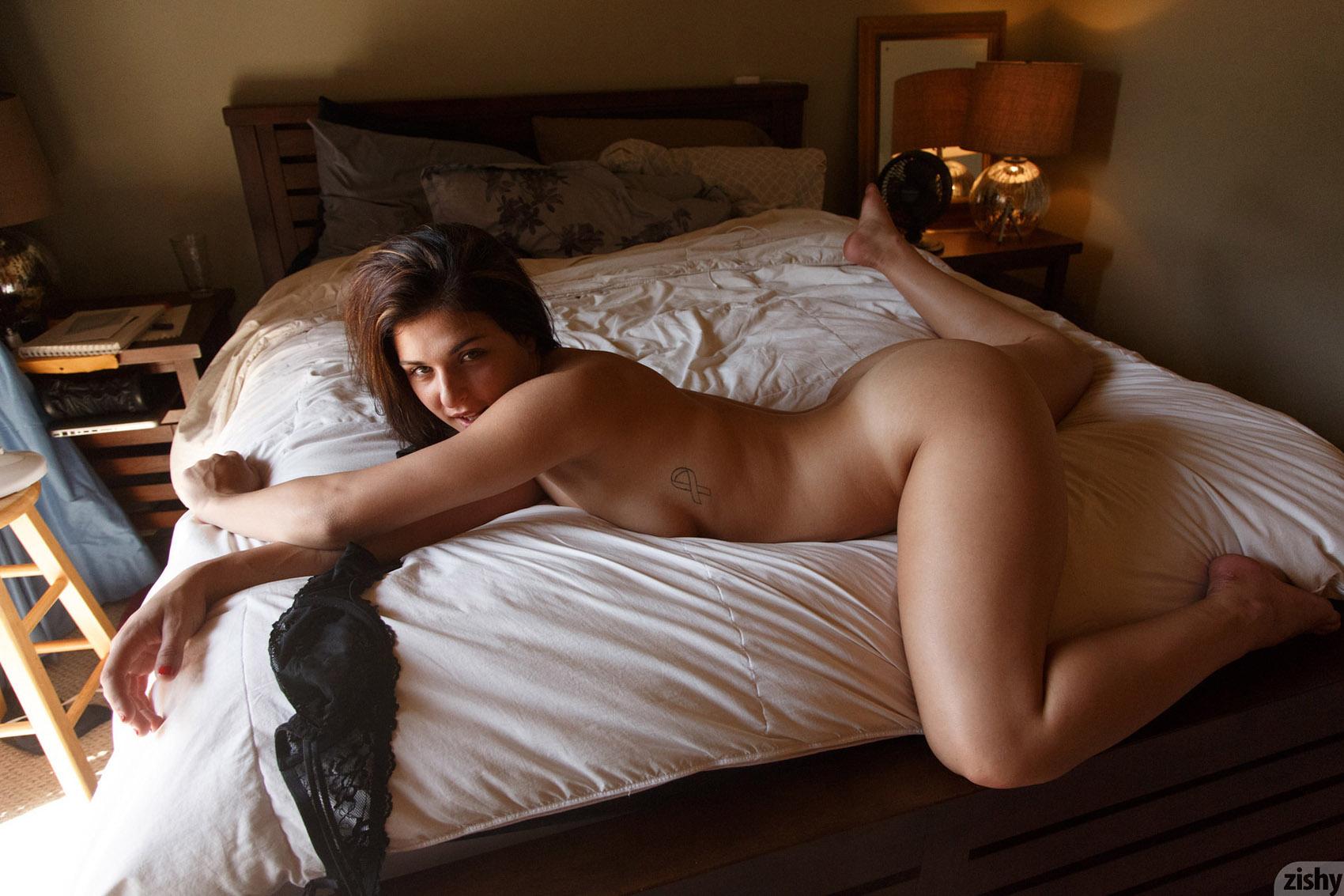 Bedroom girl nude homemade