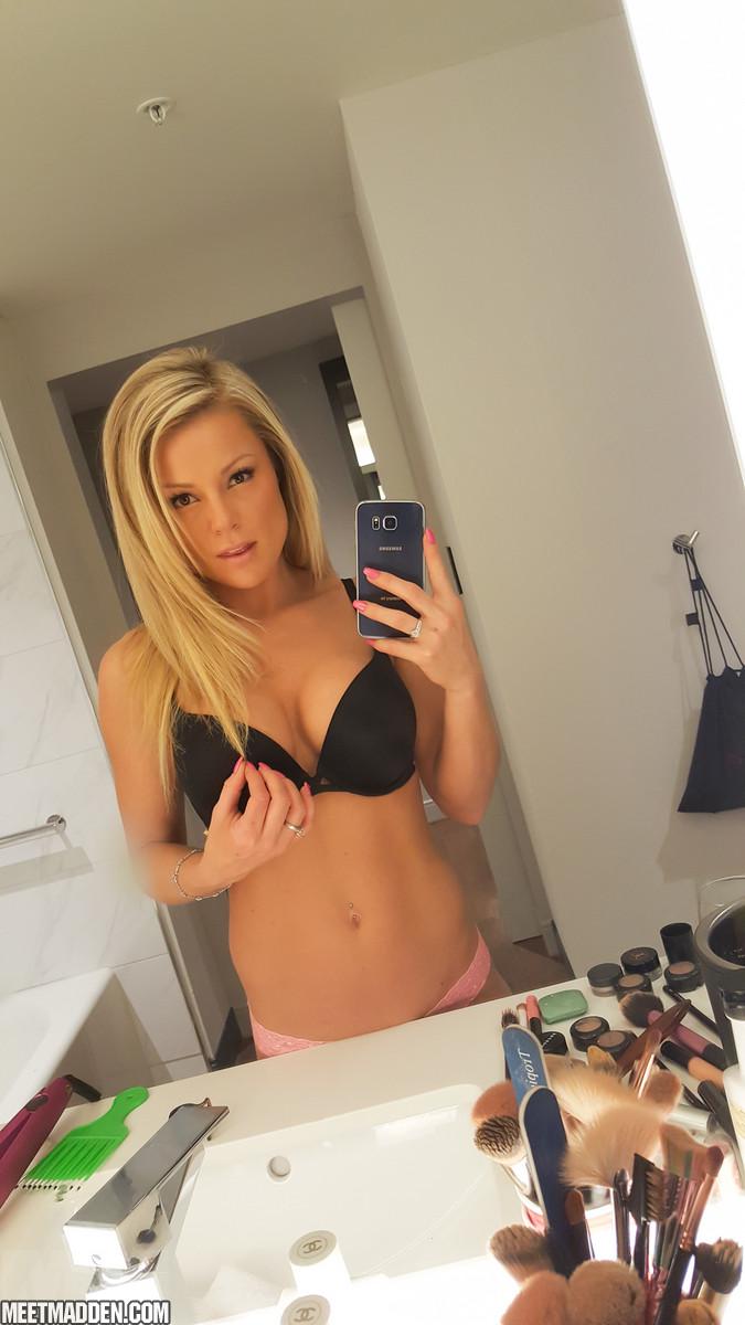 selfie-gif-teen-nude