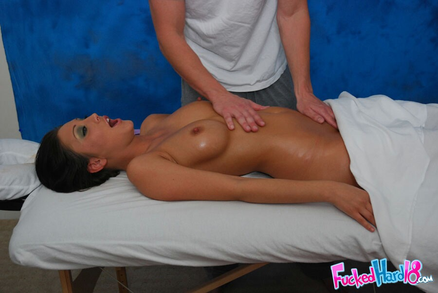 Делает искусный массаж а затем — 1