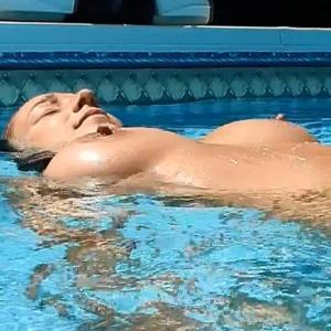 nikki sims skinny dipping