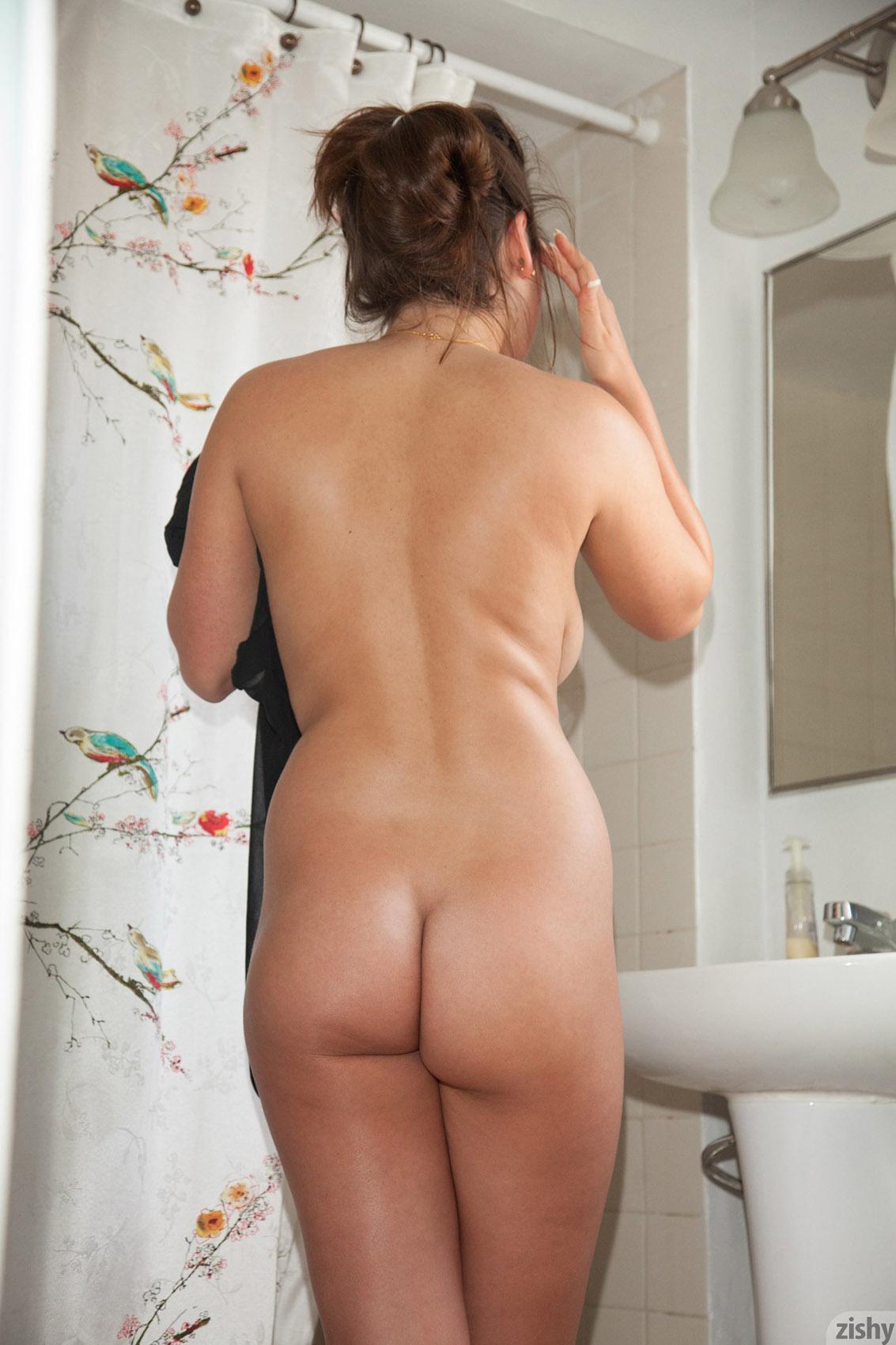 naked chubby women shower