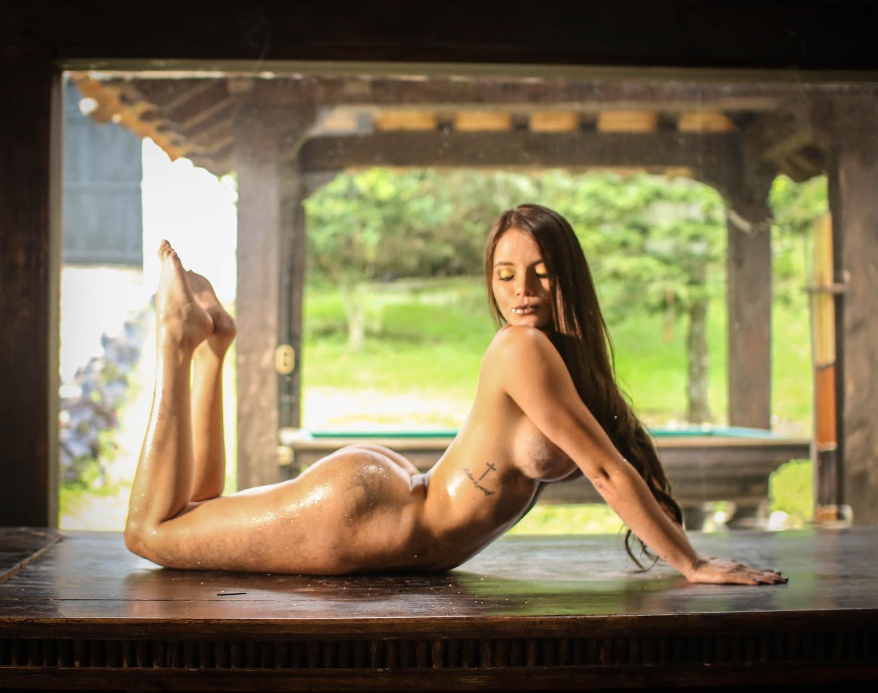Pamela Jay Naked and Oiled nude pics - Bunnylust.com