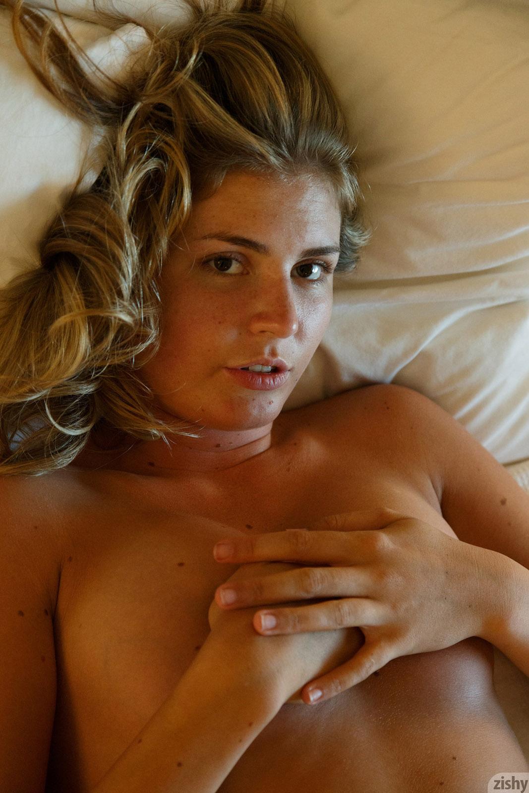 Presley Callen No Thong Zishy nude pics - Bunnylust.com