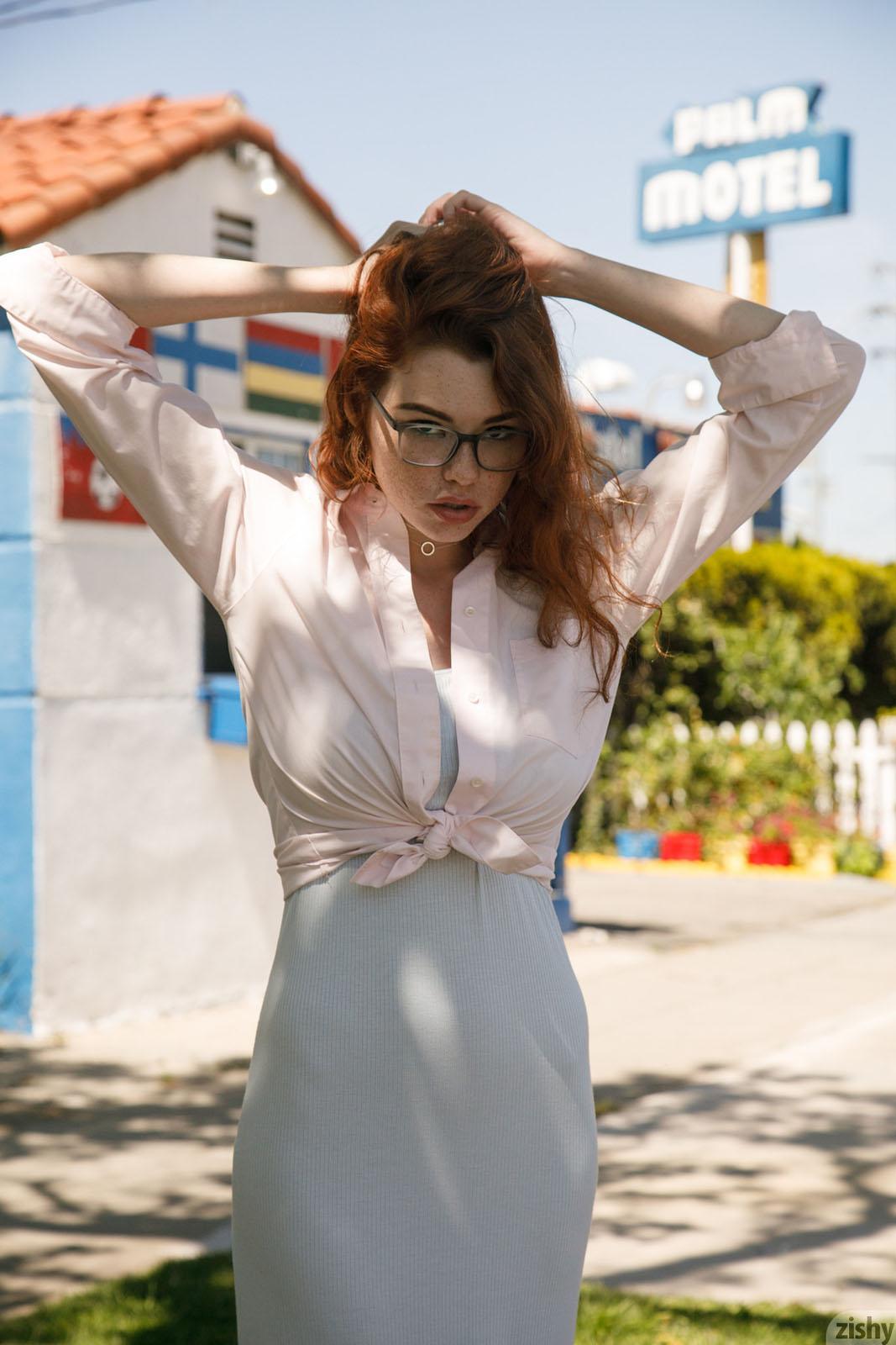 Sabrina Lynn Pleasure Zishy nude pics - Bunnylust.com