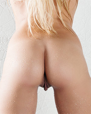 Arianna Espen Wet Playmate From Behind