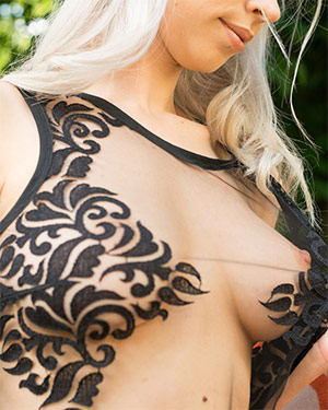 Arteya Mother Of Dragons and Tits