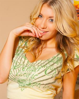 Bexie Blonde Angel Cosmid