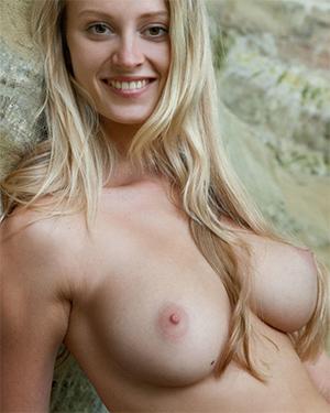 Carisha Sweet Natural Tits