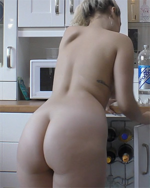Dolly Nude Morning Downblouse Loving Video