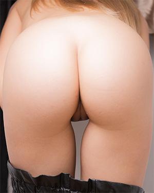 Elise B Has Nice Round Butt