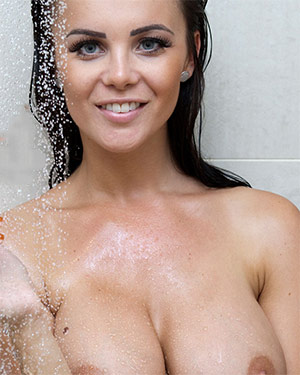 Emma Glover Has A Steamy Nude Shower