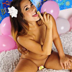 Eva Lovia Party