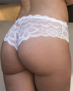 Gia Paige Has a Bubble Butt In Lace Panties