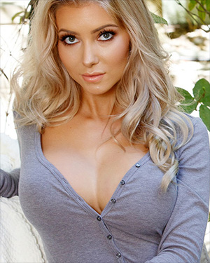 Harli Lotts The Busty Blonde You Want To Know
