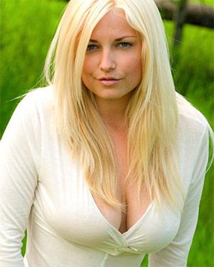 Heather Ryan Big Boobs Outdoors
