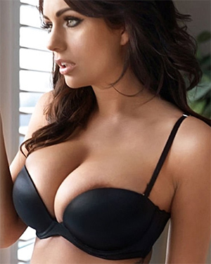 Holly Peers Beautiful and Busty