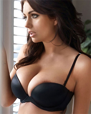 Holly Peers The Hottest British Model
