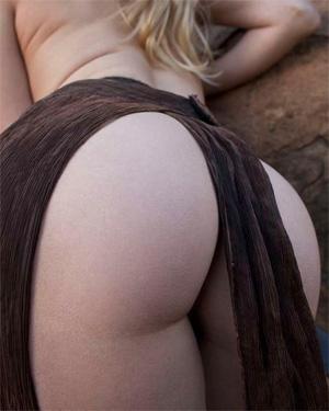 Izlee Sexy Bare Maiden