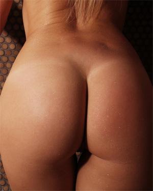Kandie Steamy Nude Shower