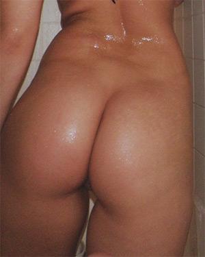 Kari Sweets Bikini Shower Pussy
