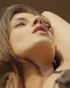 Kaylee Watching Her Orgasm