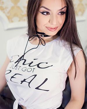 Kristen Belle Perky Tits Newcomer