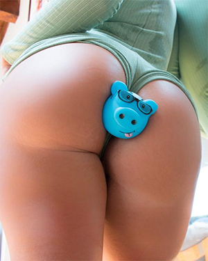 Layla Price A Big Butt And A Toy