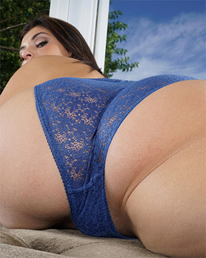 Leah Gotti Super Booty In The Crack