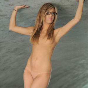 Leslie FTV Hot Geek