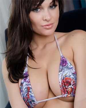 Liz Asset Bikini Beauty