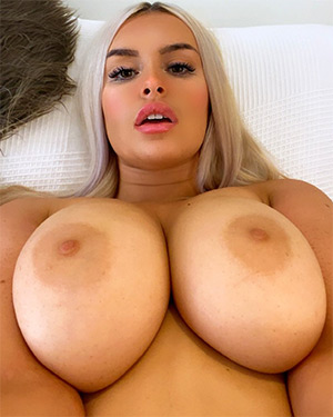 Lolilaelae Is A Busty Model