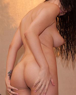 Luna Kitsuen Nude and Slippery Zishy