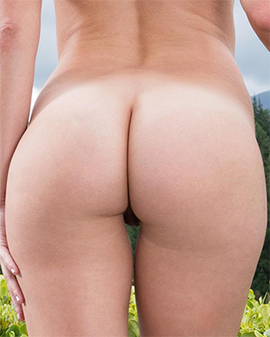 Makenna Blue Perfect Booty In The Crack