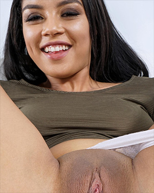 Maya Bijou Lets You Get Close Up To Her Pussy