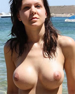 Nicola Perky Tits U Got It Flaunt It