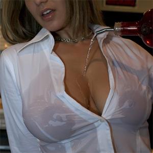 Nikki Sims Hot Bartender