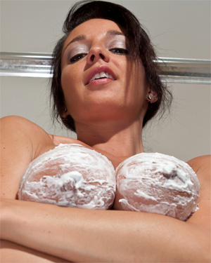 Nikki Sims Wet Creamy Goodness