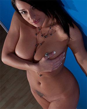 Nikki Sims White Stairs Nudes