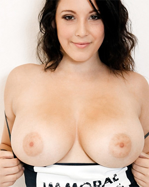 Noelle Easton Removes Her Clothes For You