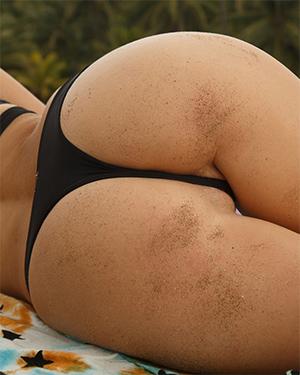 Pearla Soonin Secret Spot To Get Naked