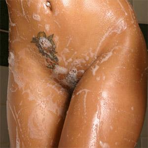 Polliana Shaving Pussy